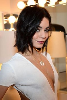 soph-okonedo: Vanessa Hudgens visitsThe View on April 14 Sleek Hairstyles, Cute Hairstyles For Short Hair, My Hairstyle, Summer Hairstyles, Short Hair Cuts, Haircut Short, Pixie Cuts, Style Vanessa Hudgens, Short Hair