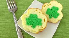 Mini Shamrock Reveal Pound Cakes: - - - Cut into one of these individual serving size shamrock shaped pound cakes to find a bright green shamrock. Cupcakes, Cupcake Cakes, Pound Cake Recipes, Pound Cakes, St Patricks Day Food, Saint Patricks, Surprise Cake, Edible Crafts, Saint Patrick