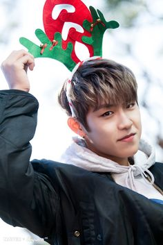 Naver X Dispatch Wanna One Christmas 🎄☃️❄️🎀 Ong Seung Woo, Kim Jaehwan, Ha Sungwoon, Together Forever, Great Pictures, First Christmas, Handsome Boys, One Pic, Parks
