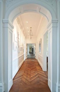 Great white hallway with great architecture and herringbone wood floors would like to incorporate this design somehow in the interior design Style At Home, Planchers En Chevrons, White Hallway, Long Hallway, White Walls, White Wood, White White, Bright Hallway, White Trim