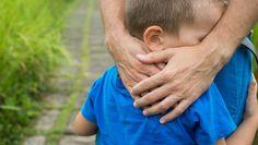 Was passiert mit einem Kind, wenn seine Eltern schwer erkranken und sterben? Wer bekommt das Sorgerecht für das Kind, wer verwaltet die Finanzen, das Vermögen und Erbe des Kindes? Diese und ähnliche Frage stellen sich viele Eltern, gerade wenn sie alleinerziehend sind. Eltern sollten für ihr Kind und den Ernstfall vorsorgen.