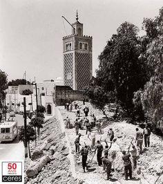 """La démolition de la Kasbah Dans un excès de """"modernisme"""", et comme pour effacer les symboles du passé, la Tunisie indépendante va procéder, dès 1957, à la démolition du plus important ensemble monumental de la ville: la caserne de la Kasbah."""