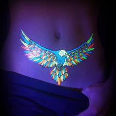 Uv Tattoos Or Black Light Tattoos And White Ink Tattoos Are Glow In The Dark Tattoos Created With Dyes That Glow Visibly Beneath Ultraviolet Light Uv Tattoo, Uv Ink Tattoos, Kunst Tattoos, Subtle Tattoos, Dark Tattoo, Large Tattoos, Mini Tattoos, Body Art Tattoos, Tattoo Art