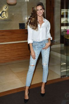MEXICO CITY, MEXICO - SEPTEMBER Model Izabel Goulart poses for photos during a store tour as part of the Liverpool Fashion Fest 2018 at Liverpool Polanco on September 2018 in Mexico City, Mexico. (Photo by Carlos Tischler/Getty Images) The Sartorialist, Izabel Goulart, Moda Victoria Secret, Victoria Secret Fashion Show, London Fashion Weeks, Paris Fashion, Sexy Outfits, Fashion Outfits, Style Fashion