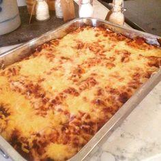 Lillelørdag's kos med lasagne. Kos, Macaroni And Cheese, Food And Drink, Pasta, Ethnic Recipes, Image, Deserts, Food, Lasagna