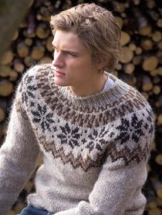 from Islandsk strikk Icelandic Sweaters, Wool Sweaters, Sweater Jacket, Men Sweater, Fair Isle Pullover, Country Attire, Fair Isle Knitting, Professional Outfits, Knitwear
