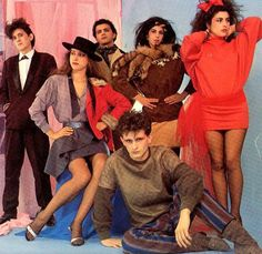 Spanish techno-pop band founded in the early 80s following Ole Ole's success, and produced by Nacho Cano. Personnel: Sandro Mompó (bass), Lully Azulay (guitar), Héctor Domingo (drums, replacing Pedro Aparicio), Flora Illueca (lead vocals), Fabienne Cidoncha (keyboards, vocals) and Marina Arnal ...
