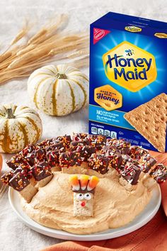 Gobble, gobble up this tasty HONEY MAID Pumpkin Spice Dip. An appetizing treat or delicious dessert! Pumpkin Recipes, Fall Recipes, Sweet Recipes, Holiday Recipes, Yummy Treats, Delicious Desserts, Dessert Recipes, Yummy Food, Baking Recipes