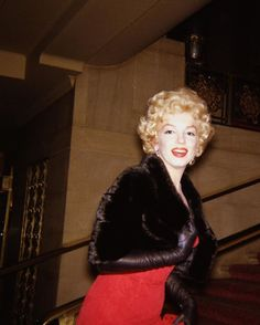 Marilyn at the benefit opening of The Young Lions at the Waldorf in New York, 2 April 1958.