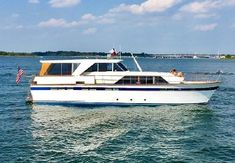 Lewisville Lake, Cool Boats, Yacht For Sale, Motor Yacht, Chris Craft Boats, Power Boats For Sale, Detroit Diesel, Fresh Water Tank, Constellations