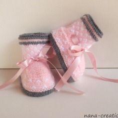 """Chaussons bébé en  laine, tricotés mains """"rose,blanc,gris"""" 0/3 mois."""