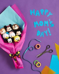 Show Mom how much you care by presenting her with a beautiful bouquet featuring Mickey and friends Tsum Tsums! Disney Diy, Disney Crafts, Baby Disney, Disney Junior, Mother's Day Bouquet, Diy Bouquet, Bouquets, Happy Mom Day, Happy Mothers Day