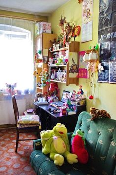Office Workspace Decorating Design Inspiration Workspace Ideas As Statue Comic Manga Fans Cute Figurine Collector Workspace Deck Ideas that Can Trigger Your Creativity