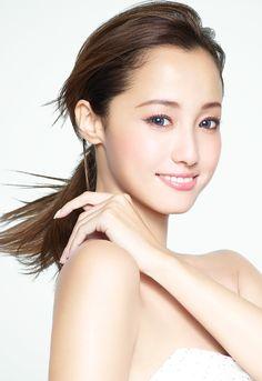 男性を一撃!沢尻エリカ風メイクでデートメイクを完成させよう ... World Most Beautiful Woman, Beautiful Person, Beautiful Asian Girls, Cute Japanese, Japanese Beauty, Asian Beauty, Pretty And Cute, Pretty Face, Fair Face