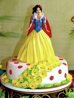 Snow White Birthday Cake *Princess's favorite*