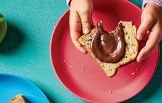 Δύο συνταγές-έκπληξη από το νέο βιβλίο «Φαγητό για το σχολείο και το γραφείο» που κυκλοφορεί αυτήν την Κυριακή με την Καθημερινή. Chocolate Spread, Chocolate Banana Bread, School Snacks, Street Food, Pudding, Desserts, Cakes, Gastronomia, Tailgate Desserts