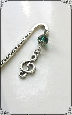 Marque pages *note de musique* et perle en verre vert malachite : Marque-pages par miss-j-adore