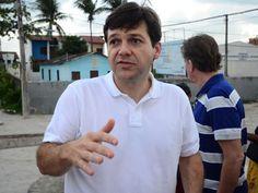 O candidato do PSB, Geraldo Júlio, visita a Ilha de Deus