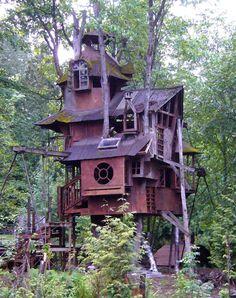 I <3  tree houses :)