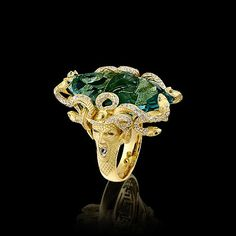 Mysticism collection: A 31 carat peridot surrounded by white and green diamonds. I die!