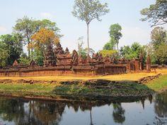 Banteay Srei is a temple dedicated to the Hindu god Shiva. One of the must-see temples in Angkor #whodoido #banteaysrei #cambodia #travelblogger #travelgram #travelstagram #travelpic #travelbug #travelling #traveller #traveladdict #potd #instapic #instatravel #travelingram #blogger #bloggerlife #couple #coupletravel #wanderlust #traveltheworld  #exploretheglobe #bucketlist #igtravel #globetrotter #beautifuldestinations #post