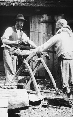 Jewish peasants sawing wood, 1925