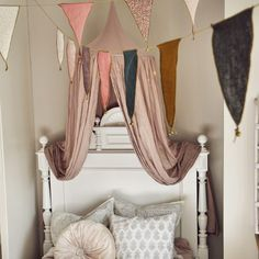 N74 Canopy and Bunting Garland