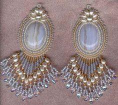 Idéias lindíssimas de brincos bordados em tecido! Incremente a sua habilidade na arte de montar bijuterias.