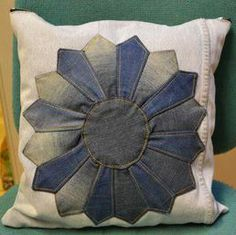 DIY old jeans used as a pillow case, amazing! Diy Old Jeans, Pillow Cases, Throw Pillows, Crafty, Amazing, Cushions, Decorative Pillows, Decor Pillows, Scatter Cushions