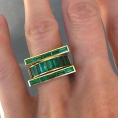 Happy Monday. Emeralds gett he skinni 18k rings by Alexandra Jules....x