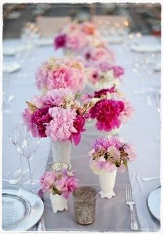 Weddbook ♥ Chic wedding table decoration with pink flowers. Spring and summer wedding table decoration ideas. Wedding Trends, Fall Wedding, Diy Wedding, Wedding Flowers, Dream Wedding, Wedding Ideas, Wedding Details, Trendy Wedding, Wedding Blog