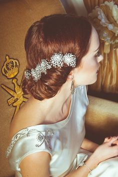 Love the shoulder/back of this dress.  So simply and elegant.  vintage hair accessories // photo by Modern Vintage Weddings // accessories by G & D Collection