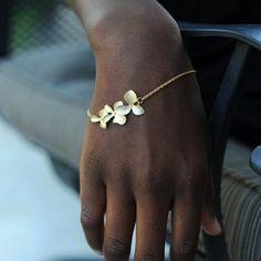 $2.86 Stylish Women's Floral Bracelet