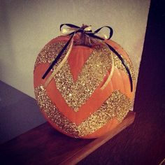 Sparkly Chevron Pumpkin -Something The Girls and I can do Fall Halloween, Halloween Crafts, Halloween Ideas, Chevron Pumpkin, Scary Halloween Decorations, Autumn Crafts, Holidays And Events, Happy Holidays, Painted Pumpkins