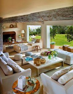 Aquí tenéis una maravillosa casa de campo en tonos neutro que logra una serenidad y una paz sin igual. ¡Nos encanta!