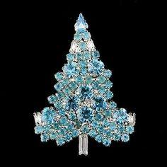Merry Christmas Tree Pin Brooch Blue Swarovski Crystal Gift Jewelry Christmas Tree, Jewelry Tree, Christmas Jewelry, Christmas Baubles, Vintage Christmas, Christmas Holidays, Merry Christmas, Christmas Trees, Aqua Christmas
