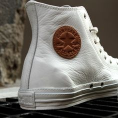 Converse Chuck Taylor Premium - The classic shoe gets a leather boost. I hav the black low top chuck Taylor Converse All Star, Converse Chuck Taylor, Mode Converse, Galaxy Converse, Converse Shoes, Men's Shoes, Shoe Boots, Shoes Sneakers, Roshe Shoes