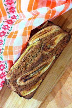 """""""Pão"""" de Banana e Amêndoas - http://gostinhos.com/pao-de-banana-e-amendoas/"""