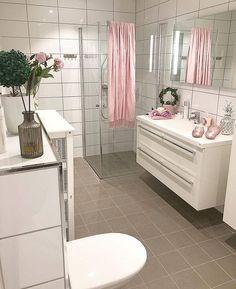 Nydelig stemning på badet til @trinemaris  Takk for at du tagger oss i dine baderomsbilder . Ukens Bad! På søndag kårer vi 4 nye finalister i vår konkurranse #UkensBad. Husk å tagge oss dersom du vil delta #rørkjøp