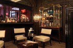 Hotel bar in Paris La Madeleine Style Parisienne, Paris Hotels, 4 Star Hotels, Location, Paris France, Liquor Cabinet, Chandelier, Ceiling Lights, Table Decorations