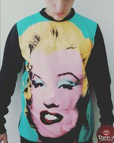 Buzo básico Marilyn Monroe!!    Http://www.facebook.com/camisetasdamnit
