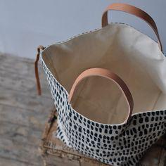 Pin on sewing bags & handbags Pin on sewing bags & handbags Denim Tote Bags, Diy Tote Bag, Couture Main, Diy Handbag, Craft Bags, Tote Pattern, Fabric Bags, Shopper, Handmade Bags
