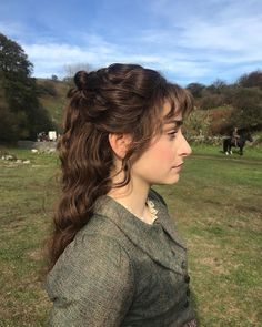 Close up of Morwenna's beautiful hair style! Styled by (this photo is from her page 💛). A vast majority of hairstyles in… Poldark 2015, Ross Poldark, Poldark Series 4, Laura Osnes, Baronet, Jane Seymour, Queen Victoria, Hair Inspiration, Wigs