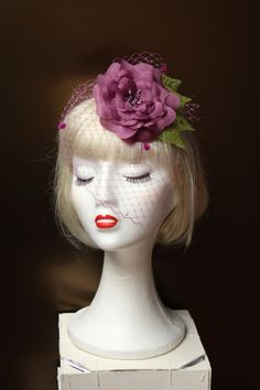 Tocado hecho a mano, Tocado flor organza morada y velo, Tocado para invitada boda,Flor pelo morada,Accesorio flor pelo, Adorno cabello flor de Lolacoqueta en Etsy
