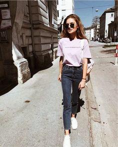 Ultra violet is de modekleur van 2018. Wil jij de leukste kleding & outfits in paars, violet vinden? Ontdek hier dan alle modekleuren en leukste items voor de lente/ zomer 2018 >>> https://www.kleding.nl/fashion-blog/trends/dit-zijn-de-modekleuren-die-je-in-2018-wilt-dragen.html