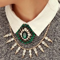Gros collier sur pull sur http://hellomuses.fr #Mode #Accessoires #Fashion #Necklace