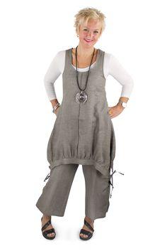 Lousje & Bean Line Jumper Tunic. Emmy Pants. SLeevey Wonder in Bamboo. C'est Moi bamboo top Spring/Summer 2017 Collection #lousjeandbean #bestsummerlook #comfyclothes #linenpants #emmypants #jumpertunic #linentunic #cestmoi #c'estmoi #sleeveywonder #bambootop #summer2017