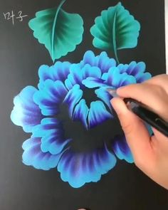 Great art by ID: (Döuyin App) Flowers Flowers dibujo Canvas Painting Tutorials, Diy Canvas Art, Acrylic Painting Flowers, Acrylic Art, One Stroke Painting, Art Floral, Art Drawings Sketches, Art Techniques, Art Paintings
