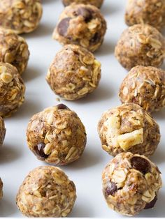 Make four exciting flavors of these no cook Oatmeal Energy Balls. One batter, four mix-ins. Perfect for a grab and go breakfast or healthy snack. Protein Snacks, Healthy Snacks, Healthy Recipes, Healthy Eating, Protein Energy Bites, Oatmeal Energy Bites, Protein Bars, Healthy Options, Stay Healthy