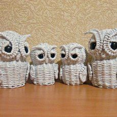 bagoly (46) Одноклассники Newspaper Basket, Newspaper Crafts, Willow Weaving, Basket Weaving, Corn Dolly, Owl, Recyle, Arts And Crafts, Diy Crafts